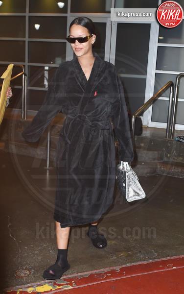 Rihanna - New York - 27-05-2016 - Chiara Ferragni e Gigi Hadid cercano il pelo... nelle pantofole!