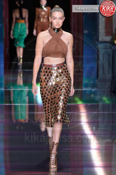 Gigi Hadid - Parigi - 01-10-2015 - Chi lo indossa meglio? Look brillanti per le feste