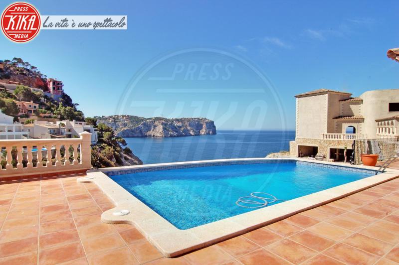 Villa, Angelina Jolie, Brad Pitt - Maiorca - 19-05-2010 - Sognare non costa nulla: ecco le piscine delle star