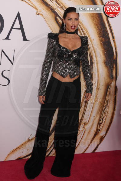 Adriana Lima - New York - 06-06-2016 - CFDA Fashion Awards 2016: un tripudio di nero e argento!