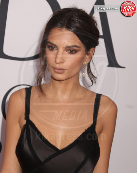 Emily Ratajkowski - New York - 06-06-2016 - CFDA Fashion Awards 2016: un tripudio di nero e argento!