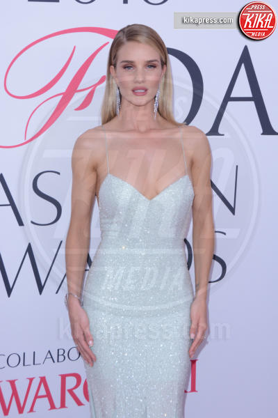 Rosie Huntington-Whiteley - New York - 07-06-2016 - CFDA Fashion Awards 2016: un tripudio di nero e argento!