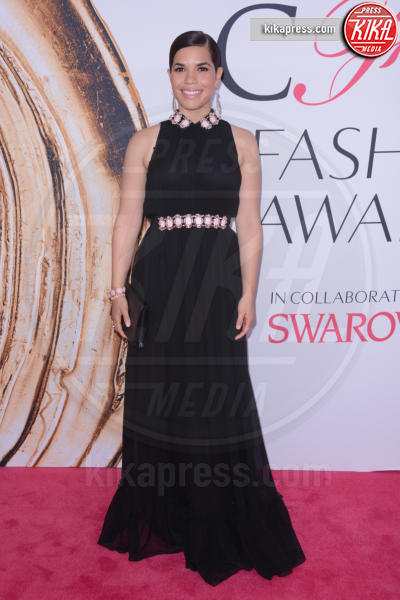 America Ferrera - New York - 07-06-2016 - CFDA Fashion Awards 2016: un tripudio di nero e argento!