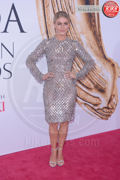 Julianne Hough - New York - 07-06-2016 - CFDA Fashion Awards 2016: un tripudio di nero e argento!