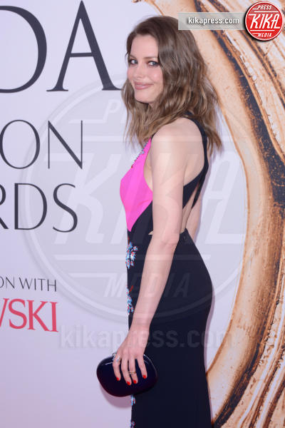 Gillian Jacobs - New York - 07-06-2016 - CFDA Fashion Awards 2016: un tripudio di nero e argento!