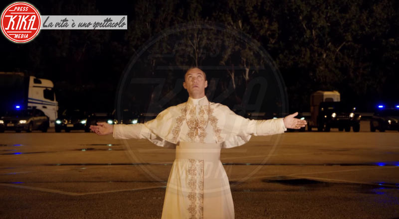 The Young Pope, Jude Law - 15-06-2016 - The Young Pope: il primo trailer e le foto sul set