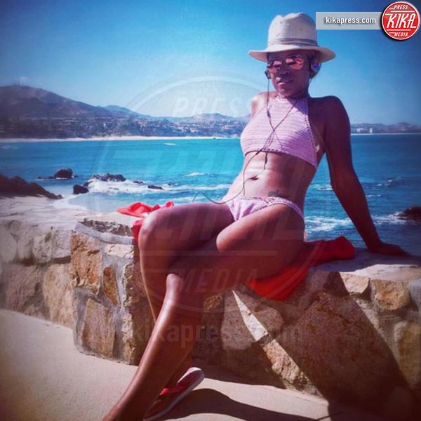 Eve - Capri - 21-06-2016 - Bikini hot e vacanze: Cecilia Capriotti, così non c'è gara!