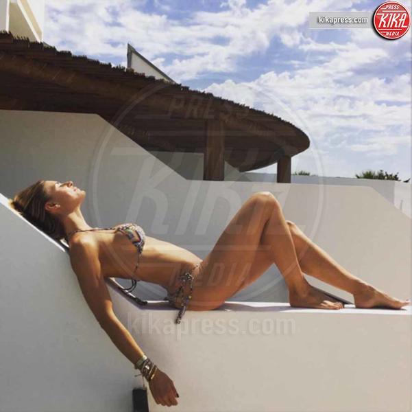 Martina Colombari - Capri - 21-06-2016 - Bikini hot e vacanze: Cecilia Capriotti, così non c'è gara!
