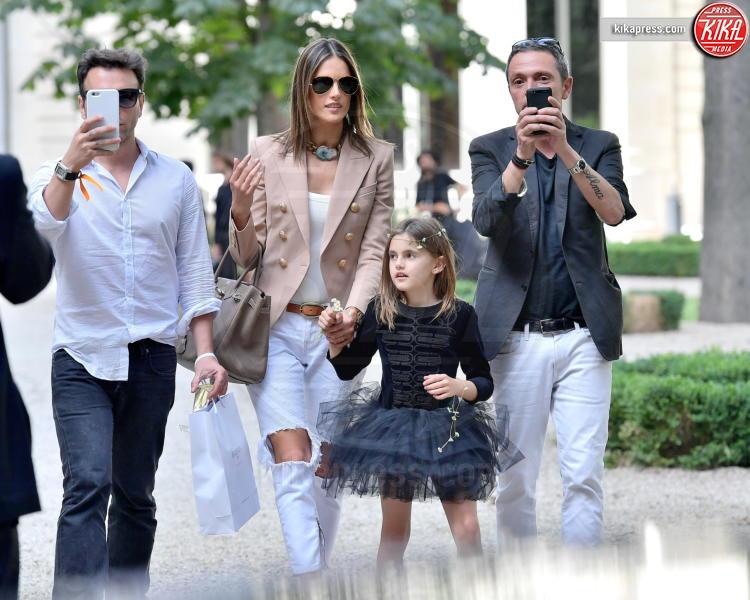 Anja Mazur, Jamie Mazur, Alessandra Ambrosio - Parigi - 25-06-2016 - Alessandra Ambrosio riunisce la famiglia per le sfilate di Dior