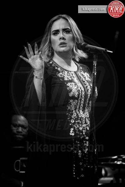 Adele - Glastonbury - 25-06-2016 - La musica si schiera contro Donald Trump