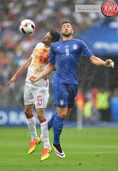Graziano Pellè, Sergio Busquets - Parigi - 28-06-2016 - Euro 2016: Italia Spagna 2-0, azzurri ai quarti