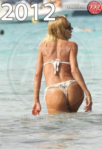 Valeria Marini - Formentera - 17-08-2012 - Estate 2019: lato b ieri e oggi. Qualcosa è cambiato?
