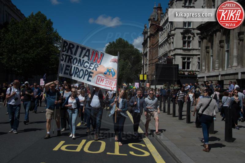 Protesta anti Brexit, Atmosphere - Londra - 02-07-2016 - Farage come Hitler: e Londra protesta contro la Brexit