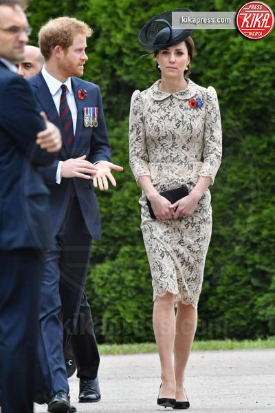 Kate Middleton, Principe Harry - Thiepval - 01-07-2016 - Bianco o pastello, ecco il pizzo dell'estate!