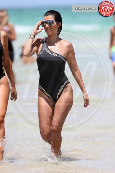 Kourtney Kardashian - Miami - 04-07-2016 - Estate 2018: Bikini, trikini, intero, qual è il costume per te?