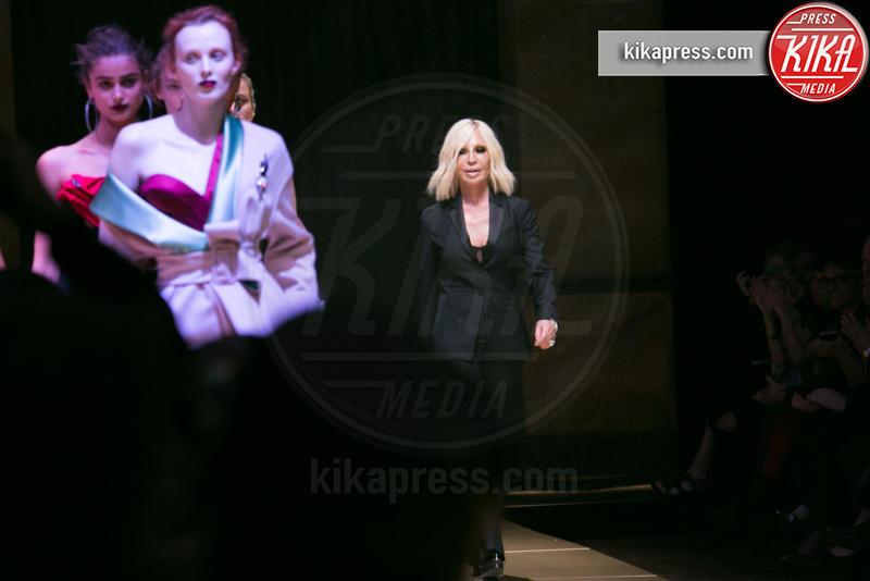 Bella Hadid, Irina Shayk, Donatella Versace - Parigi - 03-07-2016 - Gianni Versace moriva 20 anni fa: il ricordo della moda
