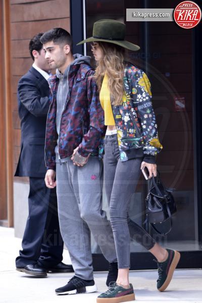 Gigi Hadid, Zayn Malik - Manhattan - 06-07-2016 -  Zayn Malik bacia una sosia di Gigi Hadid