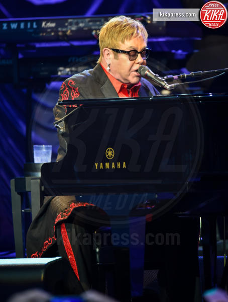 Elton John - Henley On Thames - 06-07-2016 - La musica si schiera contro Donald Trump
