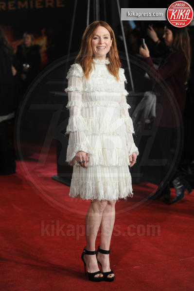 Julianne Moore - Londra - 05-11-2015 - Balze, fiocchi e gonnelloni: un red carpet da far west!
