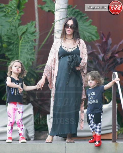 Bhodi Green, Noah Green, Megan Fox - Malibu - 07-07-2016 - Megan Fox, manca poco e si cala il tris!