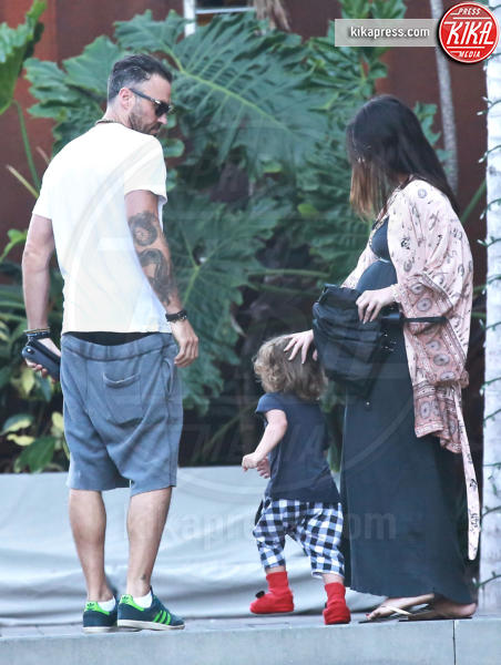Bhodi Green, Noah Green, Megan Fox, Brian Austin Green - Malibu - 07-07-2016 - Megan Fox, manca poco e si cala il tris!