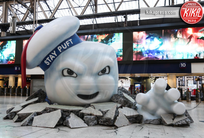 Stay Puft Marshmallow Man - Londra - 11-07-2016 - Londra attaccata dal Marshmallow Man, Ghostbusters diventa reale