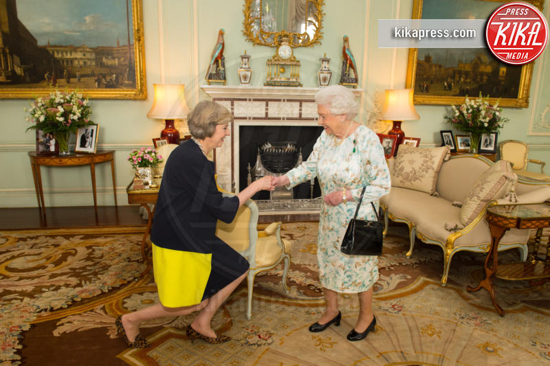 Theresa May, Regina Elisabetta II - Londra - 13-07-2016 - Da Elisabetta II a Meghan: gli anelli più preziosi del reame