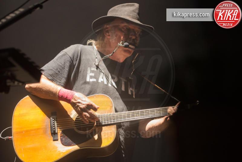 Neil Young - Padova - 13-07-2016 - La musica si schiera contro Donald Trump
