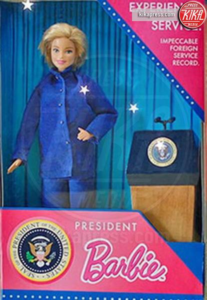 Bambola Hillary Clinton SNL - 14-07-2016 - Presidenziali 2016, ecco Barbie presidente e vicepresidente