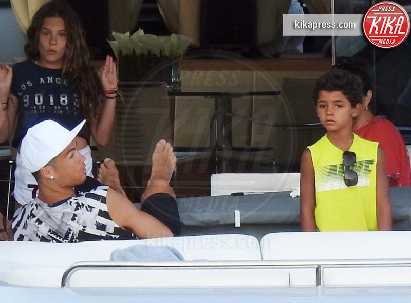 Cristiano Ronaldo jr., Cristiano Ronaldo - Ibiza - 13-07-2016 - Cristiano Ronaldo papà bis anzi ter: sono nati i gemellini!