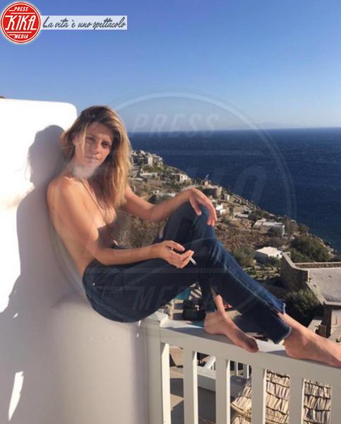 Mischa Barton - Mykonos - 15-07-2016 - Emily Ratajkowski ancora nuda per le feste