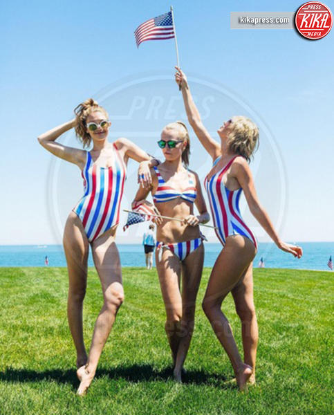 Gigi Hadid, Taylor Swift - 25-07-2016 - Chi lo indossa meglio? Taylor Swift, Gigi Hadid e Mollye Rogel