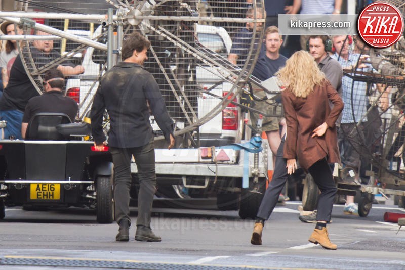 Annabelle Wallis, Tom Cruise - Londra - 17-07-2016 - Tom Cruise scatenato balla sul set de La Mummia