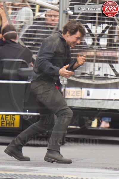 Tom Cruise - Londra - 17-07-2016 - Tom Cruise scatenato balla sul set de La Mummia