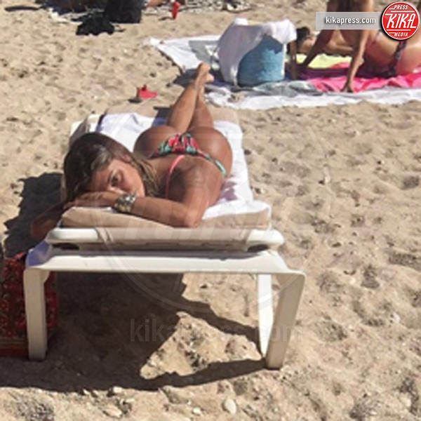 Belen Rodriguez - Milano - 19-07-2016 - Un bacio di Belen scatena le polemiche sui social