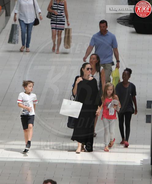 Vivienne Jolie Pitt, Knox Leon Jolie Pitt, Zahara Jolie Pitt, Angelina Jolie - Los Angeles - 31-07-2016 - Angelina Jolie, c'è sempre più aria di divorzio