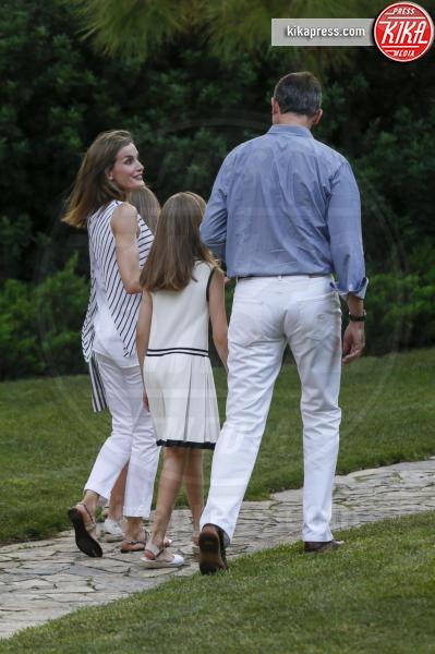 Principessa Leonor di Borbone, Re Felipe di Borbone, Letizia Ortiz - Madrid - 04-08-2016 - Felipe e Letizia di Borbone, ritratto di famiglia (reale)