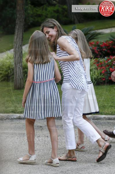 Principessa Sofia, Letizia Ortiz - Madrid - 04-08-2016 - Felipe e Letizia di Borbone, ritratto di famiglia (reale)