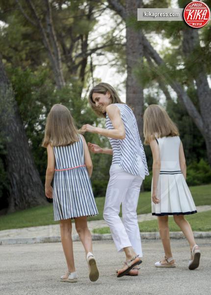 Principessa Leonor di Borbone, Principessa Sofia, Letizia Ortiz - Palma de Mallorca - 04-08-2016 - Felipe e Letizia di Borbone, ritratto di famiglia (reale)