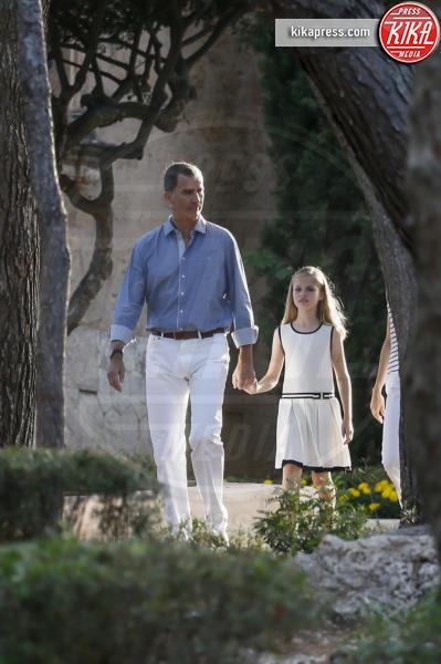 Principessa Leonor di Borbone, Re Felipe di Borbone - Madrid - 04-08-2016 - Felipe e Letizia di Borbone, ritratto di famiglia (reale)