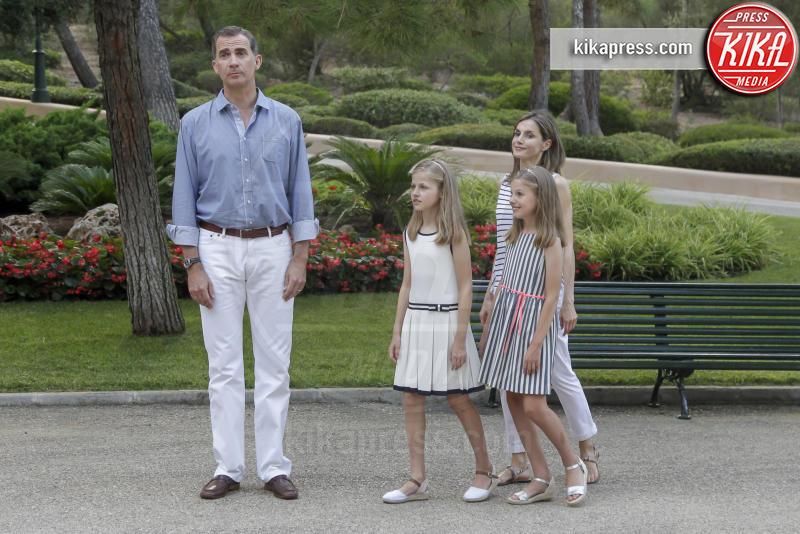 Principessa Leonor di Borbone, Re Felipe di Borbone, Principessa Sofia, Letizia Ortiz - Madrid - 04-08-2016 - Felipe e Letizia di Borbone, ritratto di famiglia (reale)