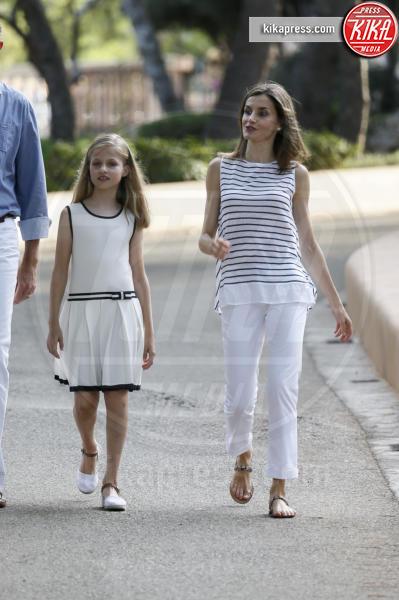 Principessa Leonor di Borbone, Letizia Ortiz - Madrid - 04-08-2016 - Felipe e Letizia di Borbone, ritratto di famiglia (reale)