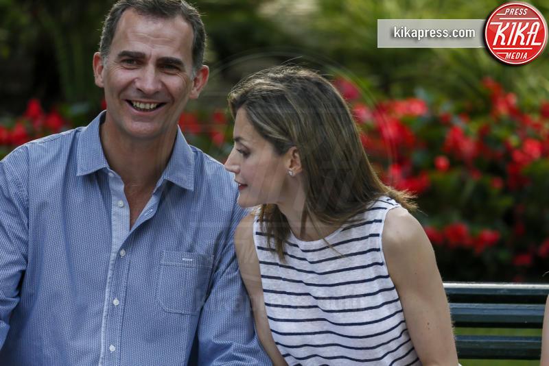 Re Felipe di Borbone, Letizia Ortiz - Madrid - 04-08-2016 - Felipe e Letizia di Borbone, ritratto di famiglia (reale)