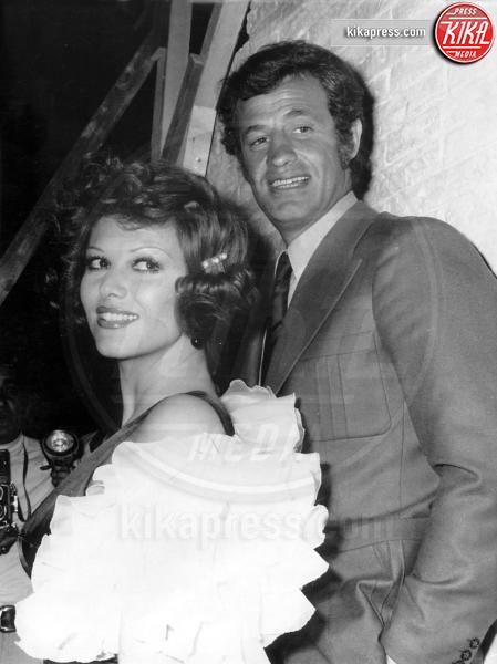 Jean-Paul Belmondo, Claudia Cardinale - Nice - 14-05-1972 - Cannes corregge Claudia Cardinale a colpi di Photoshop