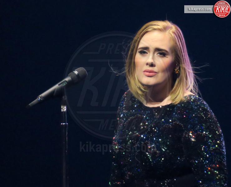 Adele - Los Angeles - 21-08-2016 - La coda di paglia di Adele: ti lascio e ti compro una villa