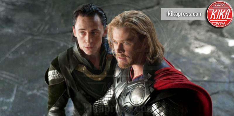Tom Hiddleston, Chris Hemsworth - 22-08-2016 - Hemsworth-Hiddleston, le prime foto sul set di Ragnarok