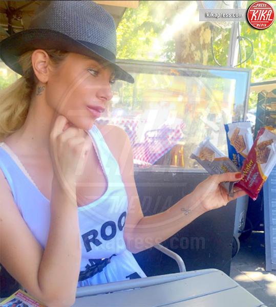 Paola Caruso - Milano - 24-08-2016 - Paola Caruso, fidanzata (di Peracchi) con carenza d'affetto