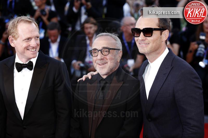 Silvio Orlando, Jude Law - Venezia - 05-09-2016 - Venezia 73: Jude Law è The Young Pope per Paolo Sorrentino