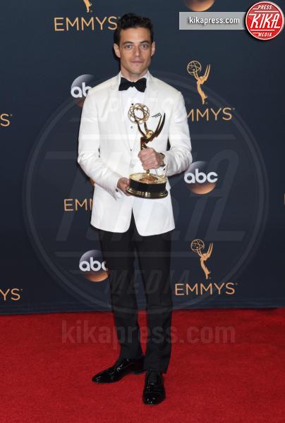 Rami Malek - Los Angeles - 18-09-2016 - Bohemian Rapsody: Rami Malek a torso nudo sul palco