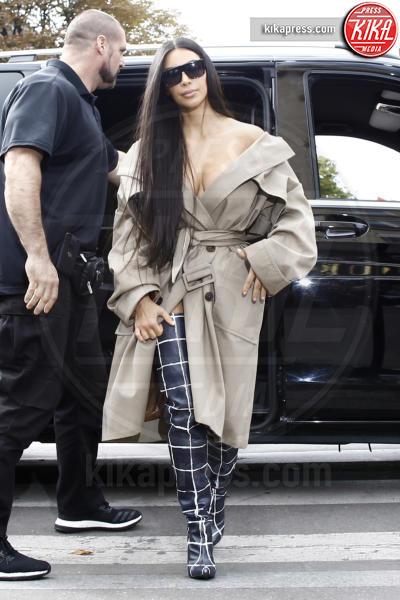 Kim Kardashian - Parigi - 02-10-2016 - Blake Lively: pantaloni? No grazie, sotto la giacca... niente!